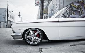 Картинка улица, граффити, Chevrolet, белая, white, кабриолет, шевроле, Impala, импала