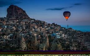 Картинка пейзаж, ночь, огни, воздушный шар, гора, дома, Турция, Каппадокия, Учисар