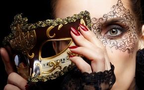 Картинка девушка, лицо, руки, макияж, маска, красные, ногти, золотая, зеленоглазая, карнавальная