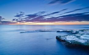Картинка море, небо, облака, закат, камни, луна, голубое, берег, побережье, мох, вечер, штиль, Испания, Валенсия