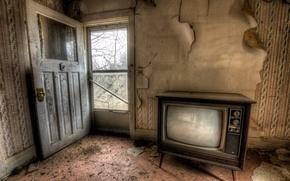 Картинка комната, дверь, телевизор