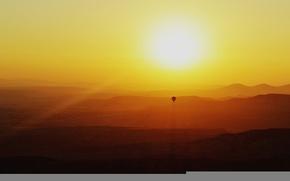 Картинка горы, широкоэкранные, HD wallpapers, обои, sunset, полноэкранные, холмы, воздушный шар, background, солнце, balloon, sky, отдых, ...