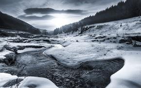 Обои Рассвет, черно-белое, вода, снег, лед, река, лес