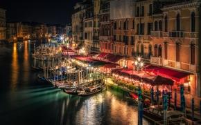 Картинка ночь, огни, дома, лодки, фонари, Италия, Венеция, канал