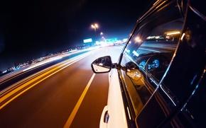 Картинка дорога, макро, ночь, город, огни, движение, разметка, скорость, панель, выдержка, размытость, приборы, руль, автомобиль, салон, …