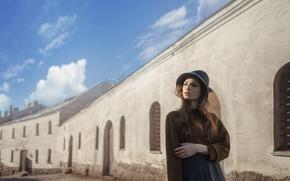 Картинка небо, девушка, солнце, облака, задумчивость, стиль, настроение, милая, модель, юбка, портрет, шляпа, шатенка, прелесть, мода, …