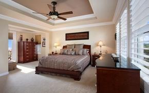 Картинка дизайн, фото, лампа, кровать, интерьер, подушки, люстра, спальня