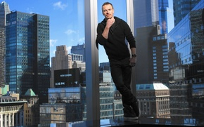 Картинка город, здание, окна, дома, фотограф, актер, фотосессия, Michael Fassbender, Майкл Фассбендер, Los Angeles Times, Robert …