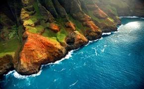 Обои море, волны, зелень, трава, вода, свет, пейзаж, природа, скалы, берег, высота, waves, light, grass, sea, ...
