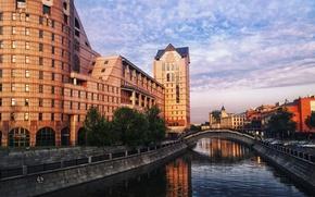 Картинка река, улица, здания, Москва, канал, Россия, мостик, Russia, river, bridge, street, Moscow