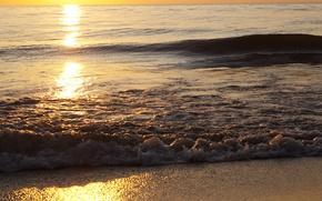 Картинка волна, сияние, берег, пена, брызги, песок, море, волны, вода, вечер, солнце, горизонт, блеск, свет, природа, ...