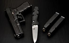 Картинка оружие, Glock, стол, патроны, магазин, пистолет, глок, benchmade, нож, чёрный, black, складной, Gen, 580