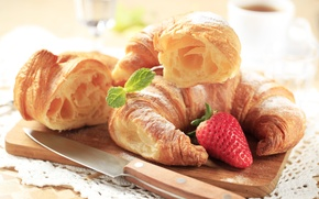 Обои strawberry, завтрак, выпечка, круассаны, croissant, breakfast, клубника