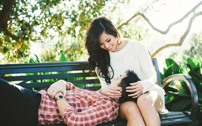 Картинка лето, девушка, скамейка, поза, часы, кольцо, лежит, парень, влюбленные, азиаты