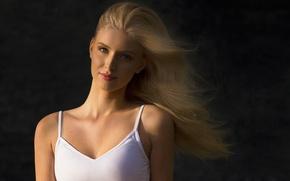 Картинка girl, long hair, photo, photographer, blue eyes, background, model, beauty, lips, face, blonde, smiling, portrait, …