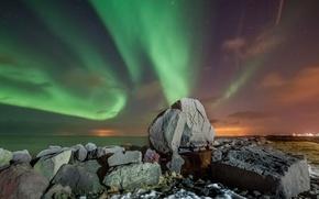 Картинка море, ночь, горы, Исландия, северное сияние, звезды, камни