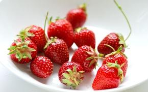Обои ягоды, клубника, пиала, тарелка, красные
