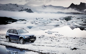 Обои снег, горы, холод, туман, мороз, зима, машины, bmw, бмв, вода, льдины, небо, лёд