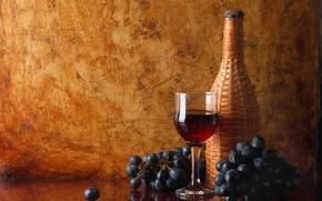 Картинка отражение, стол, вино, красное, бокал, бутылка, виноград, грозди