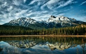 Картинка лес, небо, облака, деревья, горы, природа, озеро, отражение, голубое, Канада, Альберта, Alberta, forest, Canada, sky, ...