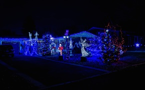 Картинка ночь, огни, елка, ангел, Новый Год, Рождество
