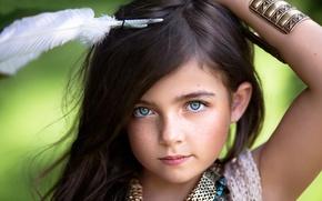 Картинка взгляд, перо, портрет, девочка, веснушки, Little Wanderer