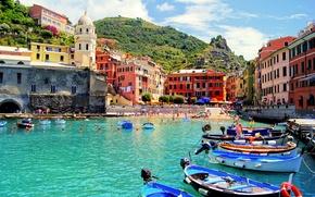 Картинка море, пляж, пейзаж, природа, город, люди, скалы, дома, бухта, лодки, Италия, собор, архитектура, Italy, Вернацца, …