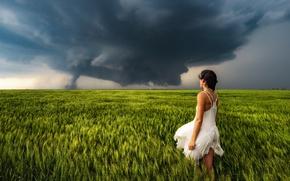 Обои поле, девушка, торнадо