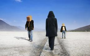 Картинка люди, пустыня, ситуация, коробки