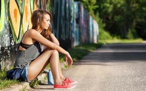 Картинка взгляд, девушка, улица, волосы, профиль, сидит
