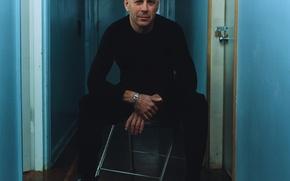 Обои Брюс Уиллис, стена, дверь, Bruce Willis, стул, замок