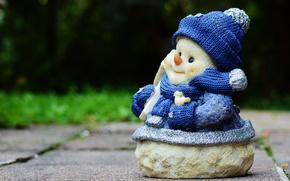 Картинка синий, праздник, игрушка, новый год, рождество, снеговик, шарфик, шапочка, фигурка, рожица, сувенир