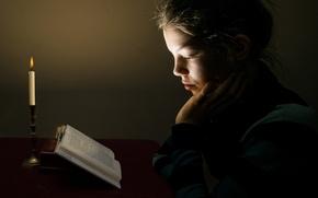 Картинка свеча, девочка, книга
