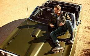 Картинка песок, машина, взгляд, тень, актер, мужчина, сидит, Пол Уокер, Paul Walker