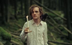 Картинка свеча, парень, ворон