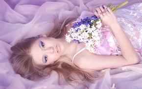 Картинка взгляд, девушка, цветы, букет
