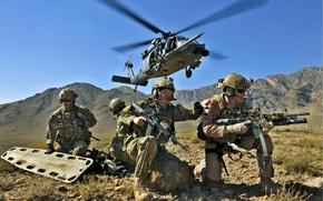 Обои небо, горы, оружие, Солдаты, вертолёт, бойцы, носилки