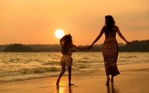 Картинка пляж, женщина, девочка, мама, дочка