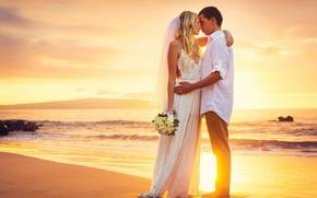 Картинка happy, beach, sea, sunset, couple, wedding, bride, just married, kissing