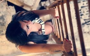 Картинка девушка, вверх, вид, брюнетка, лестница, сверху, photo, photographer, Alessandro Di Cicco