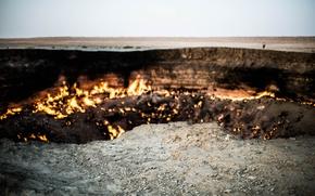 Картинка небо, огонь, пустыня, человек, горизонт, край, газ, Туркменистан, Дарваза, Дарваза кратер