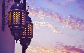 Картинка фиолетовый, небо, облака, свет, город, фон, widescreen, обои, настроения, фонарь, wallpaper, широкоформатные, background, полноэкранные, HD …