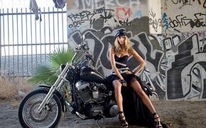 Обои граффити, платье, мотоцикл, Alessandra Ambrosio