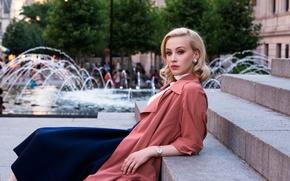 Картинка улица, часы, макияж, актриса, прическа, блондинка, фотограф, фонтан, ступеньки, плащ, фотосессия, бренд, 2015, Sarah Gadon, ...