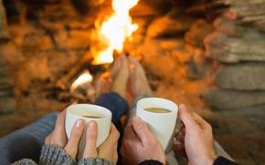 Картинка тепло, кофе, руки, пара, камин, кружки, двое, очаг, уютно, fireplace, warm cuppa