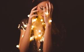 Картинка девушка, лицо, огни, фон, гирлянды