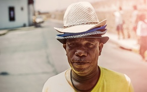 Картинка hat, street, people, man, direct gaze