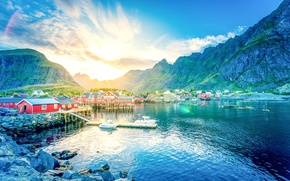 Картинка солнце, горы, озеро, камни, рассвет, берег, дома, лодки, причал, Норвегия, ущелье, городок, Lofoten