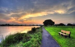 Обои дорожка, газон, парк, лавка, озеро