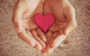 Картинка девушка, фон, розовый, widescreen, обои, настроения, сердце, рука, размытие, руки, wallpaper, сердечко, широкоформатные, background, фигурка, …